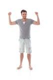 Νεαρός άνδρας που χαμογελά ευτυχώς στο καλοκαίρι στοκ εικόνα με δικαίωμα ελεύθερης χρήσης