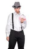 Νεαρός άνδρας στις κάρτες εκμετάλλευσης καπέλων Στοκ φωτογραφίες με δικαίωμα ελεύθερης χρήσης
