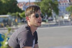 Νεαρός άνδρας έκπληκτος Στοκ φωτογραφία με δικαίωμα ελεύθερης χρήσης