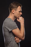 Νεαρός άνδρας βαθιά στις σκέψεις του Στοκ Εικόνα