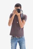 Νεαρός άνδρας ισχίων που δείχνει τη κάμερα του στη κάμερα Στοκ Φωτογραφία