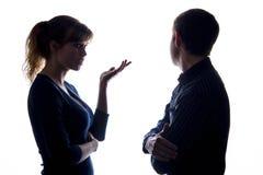 Νεαρός άνδρας και μια γυναίκα σε μια διαφωνία στοκ φωτογραφία με δικαίωμα ελεύθερης χρήσης