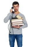 Νεαρός άνδρας με έναν σωρό των βιβλίων στα χέρια Στοκ Φωτογραφίες