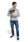 Νεαρός άνδρας με έναν σωρό των βιβλίων στα χέρια Στοκ εικόνες με δικαίωμα ελεύθερης χρήσης