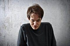 Νεαρός άνδρας με ένα βλέμμα του κακού Στοκ Εικόνες
