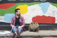 Νεαρός άνδρας με τα ακουστικά Στοκ εικόνα με δικαίωμα ελεύθερης χρήσης