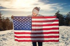 Νεαρός άνδρας με την ΑΜΕΡΙΚΑΝΙΚΗ σημαία Στοκ Εικόνα