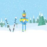 Νεαρός άνδρας με τη σφαίρα χιονιού διαθέσιμη, παίζοντας στο χιόνι υπαίθρια Στοκ Φωτογραφίες
