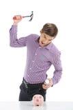 Νεαρός άνδρας με τη piggy τράπεζα και το σφυρί Στοκ φωτογραφίες με δικαίωμα ελεύθερης χρήσης