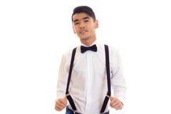 Νεαρός άνδρας με τον τόξο-δεσμό και suspenders Στοκ Εικόνες