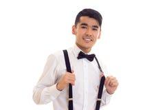 Νεαρός άνδρας με τον τόξο-δεσμό και suspenders Στοκ εικόνες με δικαίωμα ελεύθερης χρήσης