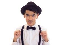 Νεαρός άνδρας με τον τόξο-δεσμό, suspenders και το καπέλο Στοκ Εικόνα