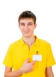 Νεαρός άνδρας με το κενό διακριτικό Στοκ Εικόνες