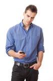 Νεαρός άνδρας με το κινητό τηλέφωνο. Στοκ φωτογραφίες με δικαίωμα ελεύθερης χρήσης
