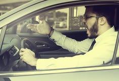 0 νεαρός άνδρας μιας έλλειψης βενζίνης Στοκ φωτογραφίες με δικαίωμα ελεύθερης χρήσης