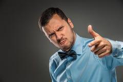 0 νεαρός άνδρας πορτρέτου στο μπλε πουκάμισο, δεσμός πεταλούδων Στοκ φωτογραφία με δικαίωμα ελεύθερης χρήσης