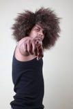 Νεαρός άνδρας που δείχνει τα δάχτυλά του Στοκ Εικόνα