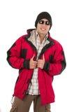 Νεαρός άνδρας που θέτει φορώντας το κόκκινο καπέλο χειμερινών παλτών και Στοκ φωτογραφία με δικαίωμα ελεύθερης χρήσης