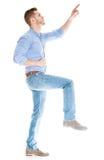 Νεαρός άνδρας που κάνει ένα βήμα Στοκ φωτογραφία με δικαίωμα ελεύθερης χρήσης