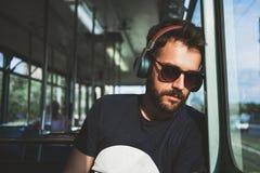 Νεαρός άνδρας που οδηγά δημόσια τη μεταφορά Στοκ εικόνα με δικαίωμα ελεύθερης χρήσης