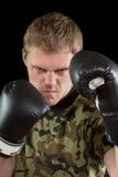 Νεαρός άνδρας στα εγκιβωτίζοντας γάντια Στοκ Εικόνα