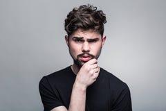 Νεαρός άνδρας στην αμφισβήτηση Στοκ εικόνες με δικαίωμα ελεύθερης χρήσης