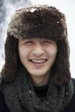 Νεαρός άνδρας στο καπέλο γουνών Στοκ εικόνες με δικαίωμα ελεύθερης χρήσης