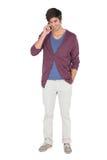 Νεαρός άνδρας στο τηλέφωνο Στοκ Εικόνα