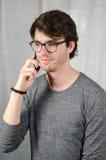 Νεαρός άνδρας στο τηλέφωνο Στοκ εικόνα με δικαίωμα ελεύθερης χρήσης