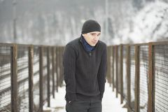Νεαρός άνδρας το χειμώνα Στοκ φωτογραφίες με δικαίωμα ελεύθερης χρήσης