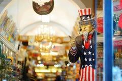 ΝΕΑ ΥΌΡΚΗ - 15 ΜΑΡΤΊΟΥ 2015: Θείος Σαμ που κρυφοκοιτάζει από το κατάστημα αναμνηστικών στο στο κέντρο της πόλης Μανχάταν, Νέα Υόρ στοκ φωτογραφίες με δικαίωμα ελεύθερης χρήσης