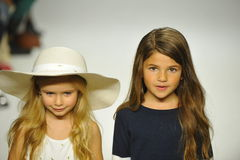 ΝΕΑ ΥΌΡΚΗ, ΝΈΑ ΥΌΡΚΗ - 18 ΟΚΤΩΒΡΊΟΥ: Τα πρότυπα περπατούν το διάδρομο κατά τη διάρκεια της πρόβλεψης της Chloe στην εβδομάδα μόδα Στοκ Εικόνα