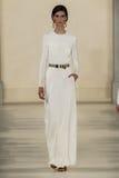 ΝΕΑ ΥΌΡΚΗ, ΝΈΑ ΥΌΡΚΗ - 11 ΣΕΠΤΕΜΒΡΊΟΥ: Ένα πρότυπο περπατά το διάδρομο στη συλλογή μόδας ανοίξεων του 2015 του Ralph Lauren Στοκ φωτογραφία με δικαίωμα ελεύθερης χρήσης