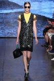ΝΕΑ ΥΌΡΚΗ, ΝΈΑ ΥΌΡΚΗ - 7 ΣΕΠΤΕΜΒΡΊΟΥ: Πρότυπο Anka Kuryndina περπατά το διάδρομο στη συλλογή μόδας ανοίξεων του 2015 DKNY Στοκ Εικόνες