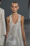 ΝΕΑ ΥΌΡΚΗ, ΝΈΑ ΥΌΡΚΗ - 11 ΣΕΠΤΕΜΒΡΊΟΥ: Πρότυπο Harleth Kuusik περπατά το διάδρομο στη επίδειξη μόδας συλλογής του Calvin Klein Στοκ Εικόνες