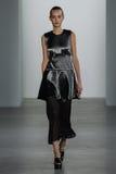 ΝΕΑ ΥΌΡΚΗ, ΝΈΑ ΥΌΡΚΗ - 11 ΣΕΠΤΕΜΒΡΊΟΥ: Πρότυπο Maartje Verhoef περπατά το διάδρομο στη επίδειξη μόδας συλλογής του Calvin Klein Στοκ εικόνες με δικαίωμα ελεύθερης χρήσης