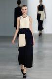 ΝΕΑ ΥΌΡΚΗ, ΝΈΑ ΥΌΡΚΗ - 11 ΣΕΠΤΕΜΒΡΊΟΥ: Πρότυπο Morta Kontrimaite περπατά το διάδρομο στη επίδειξη μόδας συλλογής του Calvin Klein Στοκ φωτογραφίες με δικαίωμα ελεύθερης χρήσης