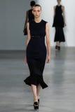 ΝΕΑ ΥΌΡΚΗ, ΝΈΑ ΥΌΡΚΗ - 11 ΣΕΠΤΕΜΒΡΊΟΥ: Πρότυπο Waleska Gorczevski περπατά το διάδρομο στη επίδειξη μόδας συλλογής του Calvin Klei Στοκ Φωτογραφία