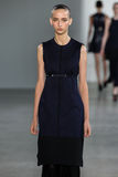 ΝΕΑ ΥΌΡΚΗ, ΝΈΑ ΥΌΡΚΗ - 11 ΣΕΠΤΕΜΒΡΊΟΥ: Πρότυπο Waleska Gorczevski περπατά το διάδρομο στη επίδειξη μόδας συλλογής του Calvin Klei Στοκ Φωτογραφίες