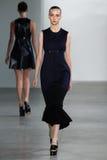 ΝΕΑ ΥΌΡΚΗ, ΝΈΑ ΥΌΡΚΗ - 11 ΣΕΠΤΕΜΒΡΊΟΥ: Πρότυπο Waleska Gorczevski περπατά το διάδρομο στη επίδειξη μόδας συλλογής του Calvin Klei Στοκ εικόνα με δικαίωμα ελεύθερης χρήσης