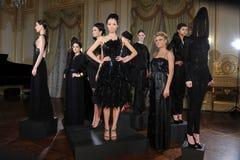 ΝΕΑ ΥΌΡΚΗ - ΣΤΙΣ 6 ΦΕΒΡΟΥΑΡΊΟΥ: Τα μοντέλα θέτουν στη στατική παρουσίαση για τη ρωσική λήψη F/W το 2013 βιομηχανίας μόδας Στοκ εικόνα με δικαίωμα ελεύθερης χρήσης