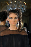 ΝΕΑ ΥΌΡΚΗ - ΣΤΙΣ 6 ΦΕΒΡΟΥΑΡΊΟΥ: Τα μοντέλα θέτουν στη στατική παρουσίαση για τη ρωσική λήψη F/W το 2013 βιομηχανίας μόδας Στοκ Εικόνα