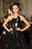 ΝΕΑ ΥΌΡΚΗ - ΣΤΙΣ 6 ΦΕΒΡΟΥΑΡΊΟΥ: Τα μοντέλα θέτουν στη στατική παρουσίαση για τη ρωσική λήψη F/W το 2013 βιομηχανίας μόδας Στοκ Εικόνες