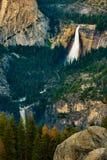 Νεβάδα και Vernal πάρκο Yosemite πτώσεων εθνικό από τον παγετώνα Poin Στοκ Φωτογραφίες