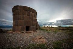 Νεκρικός πύργος Sillustani στοκ εικόνες