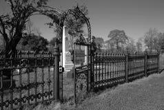 Νεκροταφείο με την πύλη στοκ εικόνα