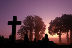 νεκροταφείο ομιχλώδες Στοκ Φωτογραφίες