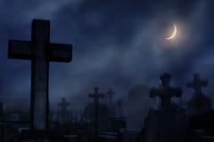νεκροταφείο στη νύχτα με το σεληνόφωτο Στοκ Φωτογραφία