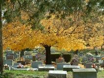 Νεκροταφείο φθινοπώρου Στοκ φωτογραφία με δικαίωμα ελεύθερης χρήσης