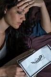 Νεκρολογία εκμετάλλευσης γυναικών πένθους στοκ εικόνα με δικαίωμα ελεύθερης χρήσης